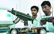 мини-робот, оснащенный автоматическим оружием