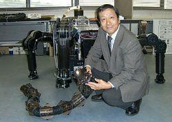 Сигео Хиросе на фоне TITAN-IX