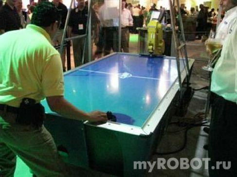 Робот играет в Air Hockey