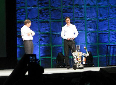 Билл Гейтс и Балмеробот на конференции разработчиков TechEd