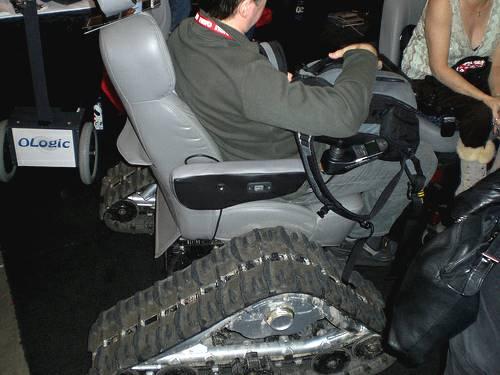 Кресло на гусеничном ходу Extreme Tank Wheelchair