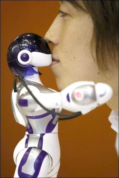 Робот ЕMA