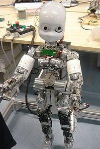 гуманоидный робот iCub