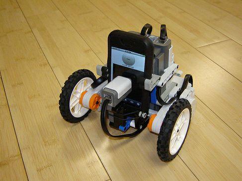 iPhoneRobot с управлением по WiFi