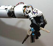 роботизированная рука Luke