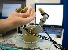 Рука робота, способная чувствовать объект, перед тем как дотронуться