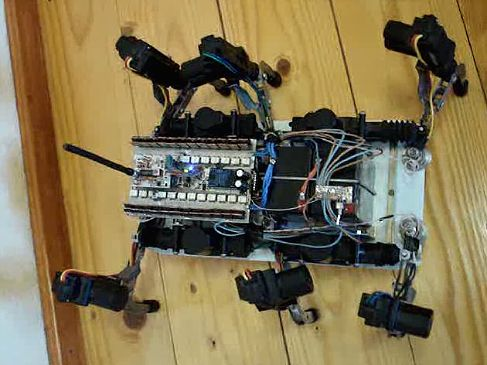 Группа Инженеров из...  Движение робота осуществляется с помощью...