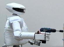 Российский андроидный робот SAR–400 для использования в космосе