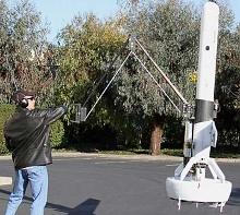 летающий робот V-Bat с манипулятором