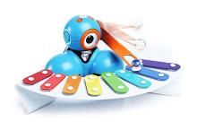 Роботы-игрушки по имени Бо и Яна