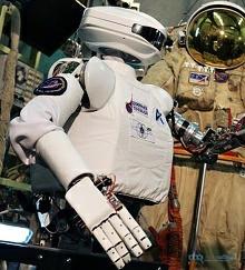 Российский робот-космонавт SAR-400
